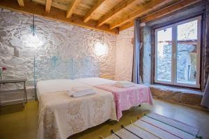 A bed or beds in a room at Casa da Assudra