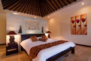 Een bed of bedden in een kamer bij Ellora Villa