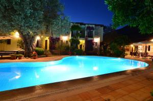 Swimming pool sa o malapit sa Olive Garden Apart Hotel