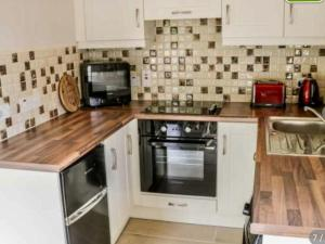 A kitchen or kitchenette at Reek View - Two Bedroom Apartment