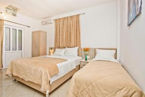 A bed or beds in a room at Apartments Obala - Katić