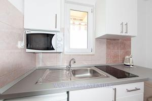 Kuhinja ili čajna kuhinja u objektu Apartmani Drago