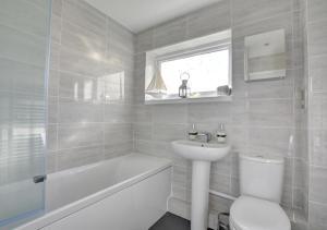 A bathroom at Sea Fever