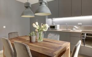 A kitchen or kitchenette at City Stays Bica Apartments