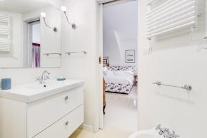 A bathroom at Al Portico 39 apartment with terrace