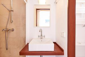 A bathroom at Can Mares