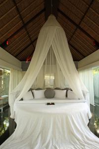 Giường trong phòng chung tại Kayumanis Nusa Dua Private Villa & Spa