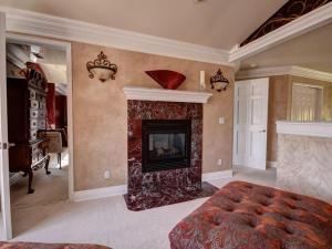Televízia a/alebo spoločenská miestnosť v ubytovaní Gateway to Luxury