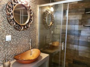 A bathroom at Agrili Apart Hotel