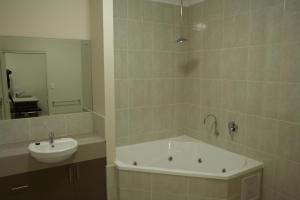 A bathroom at Emerald Inn