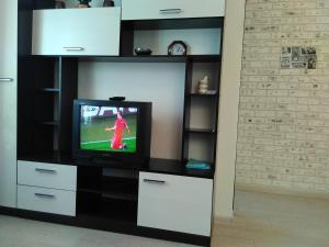 Телевизор и/или развлекательный центр в Apartment on Prospekt Lenina 10