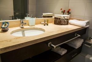 Un baño de Kennedy Apartments Los Militares