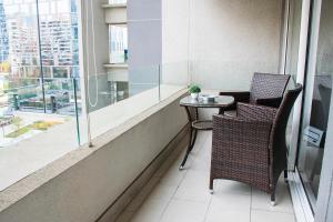 Un balcón o terraza de Kennedy Apartments Los Militares