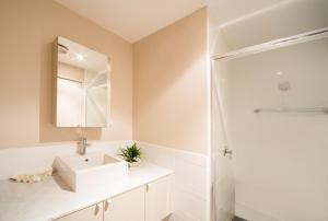 A bathroom at Whitsunday Reflections