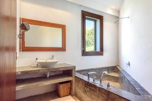 A bathroom at Villa Can Azul