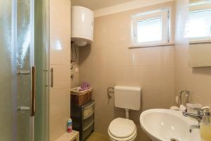A bathroom at Fresh & spacious studio