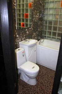 A bathroom at Amazing Studio
