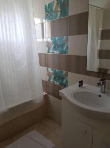 A bathroom at Marianna Hotel Apartments