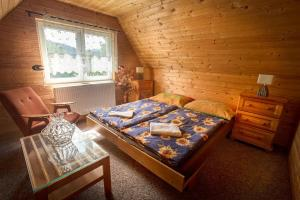 A bed or beds in a room at Aqualand Cottage