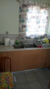 Kuchnia lub aneks kuchenny w obiekcie Manthos Casa