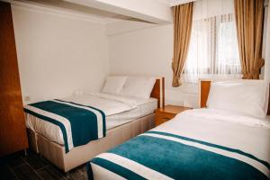 سرير أو أسرّة في غرفة في شقق آيدر بالاس الفندقية بالخدمة الذاتية