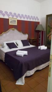 A bed or beds in a room at Appartamento Corso dei Tintori by DdV Tourist Apartments