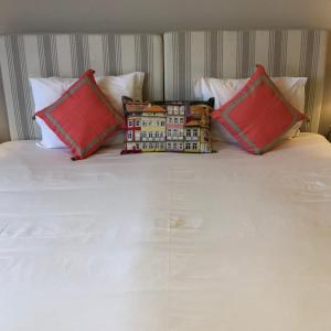 A bed or beds in a room at Be Oporto Apartments Clérigos
