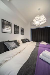 เตียงในห้องที่ Relax Space in Nanba