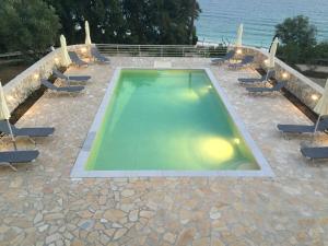 Vista sulla piscina di Anna Studios o su una piscina nei dintorni