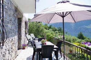 Ein Restaurant oder anderes Speiselokal in der Unterkunft Casa Emilia
