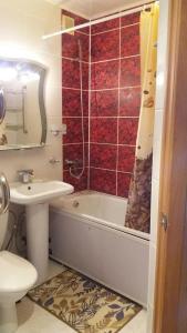 Ванная комната в kvartira 1-komnatnaia