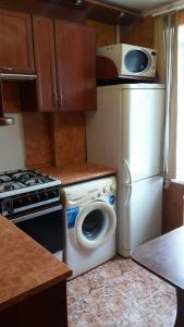 Кухня или мини-кухня в kvartira 1-komnatnaia