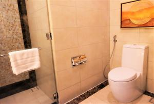 A bathroom at Joy~Nostalg Hotel & Suites Manila Managed by AccorHotels