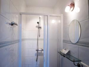 A bathroom at BB Marnix