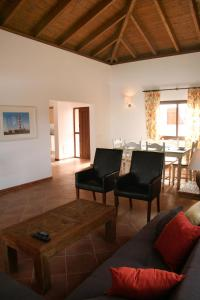 A seating area at Villas Alicia