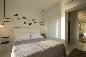 A bed or beds in a room at Erosantorini
