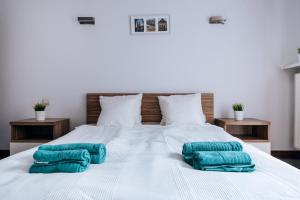 A bed or beds in a room at Lovely Apartment super location OLD TOWN luxury building