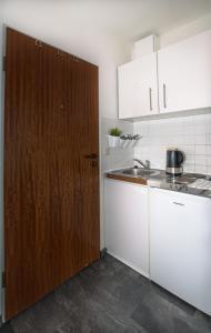 A kitchen or kitchenette at Kleines, feines Apartment in Düsseldorf