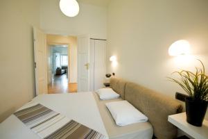 Cama ou camas em um quarto em Bohemia Apartments Prague Old Town