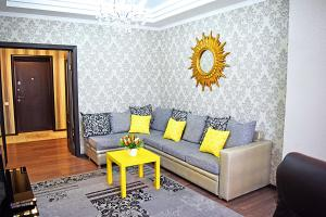 A seating area at Luxury Palace Apartment