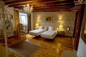 Un ou plusieurs lits dans un hébergement de l'établissement Oriente Palace Apartments