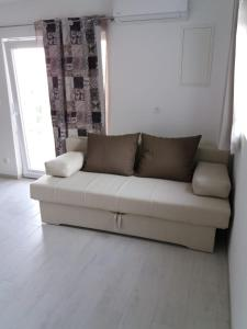 A seating area at Apartman Elena