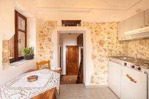 Η κουζίνα ή μικρή κουζίνα στο Hamam Suites Sifaka