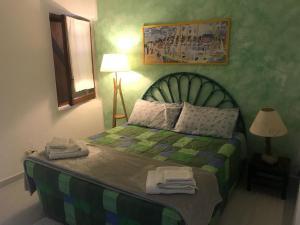 A bed or beds in a room at Casa La Pelosa Beach