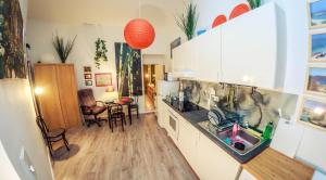 A kitchen or kitchenette at Apartment Roxanne 2