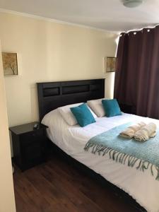 Cama ou camas em um quarto em La Moneda Suites