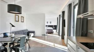 A television and/or entertainment center at Murmuri Residence Mercader