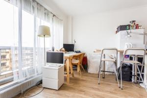 A television and/or entertainment center at Charming 26m² near Picpus