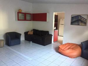 A seating area at Recanto Maria Antônia e Hostel.
