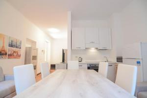A kitchen or kitchenette at Bellagio Apartment